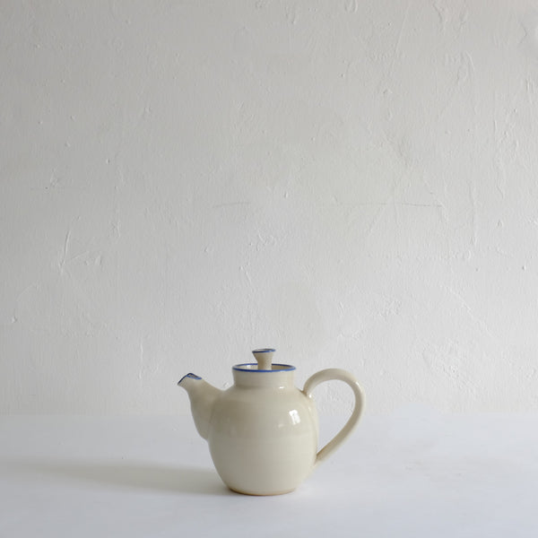 Bison teapot with blue rim
