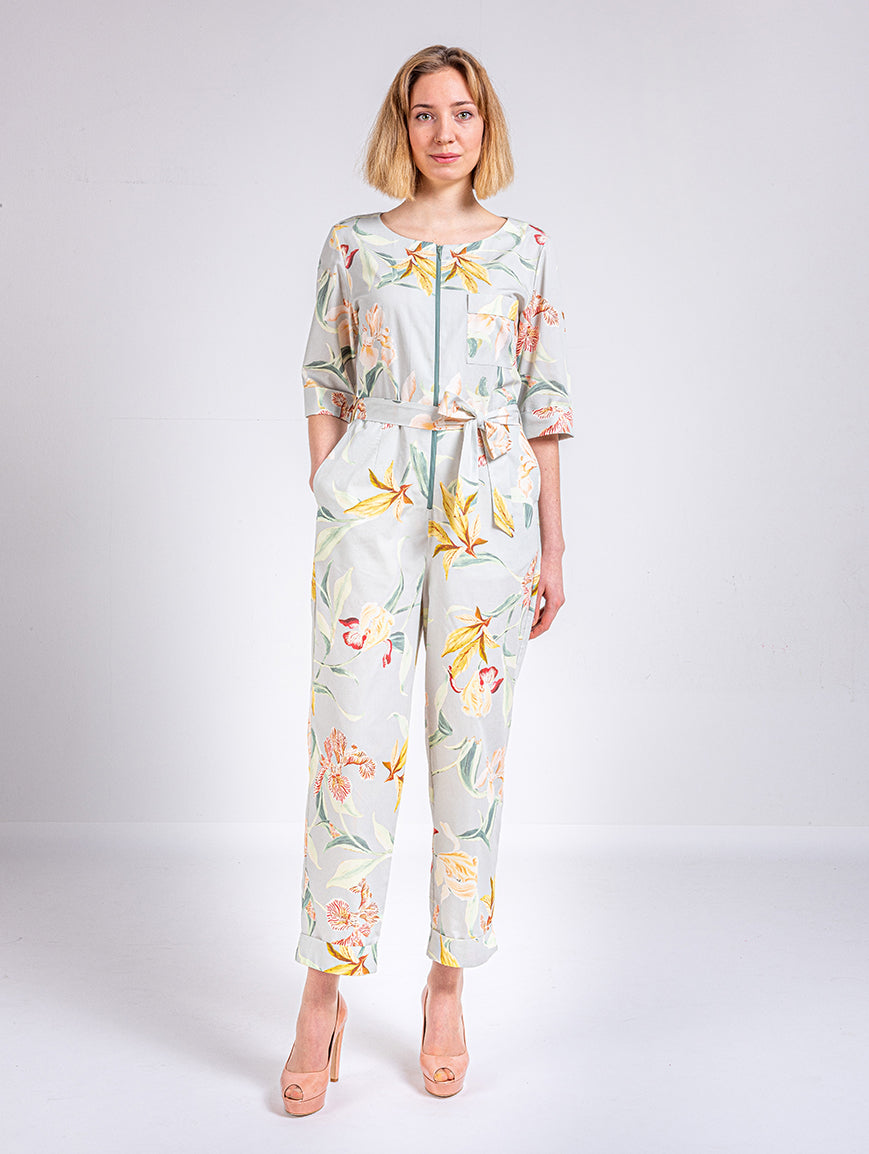 hell grauer Sommer Overall floral gemustert