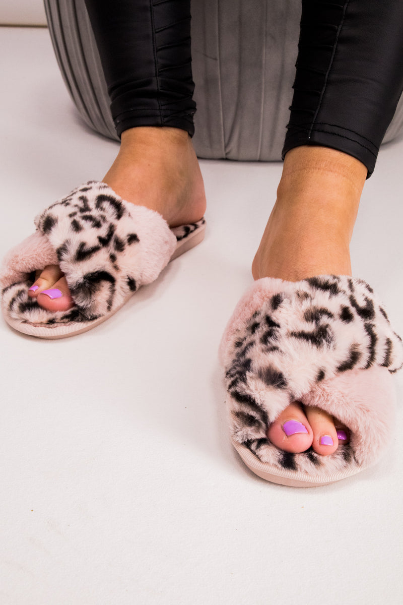 Leopard Print Fluffy Slippers in Pink