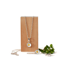 Load image into Gallery viewer, Daisy Necklace and earring set