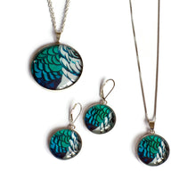 Load image into Gallery viewer, Amherst Statement Pendant Necklace
