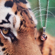 Load image into Gallery viewer, Tiger pendant necklace