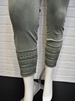 Embroidered Pull-On Capri