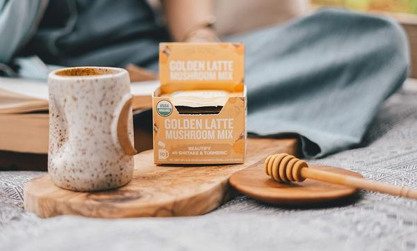 FOUR SIGMATIC | GOLDEN LATTE WITH SHIITAKE AND TURMERIC