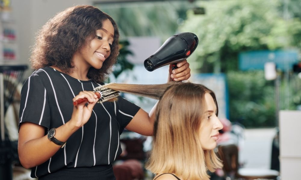 7 Salon Conversation Topics To Use With New Clients