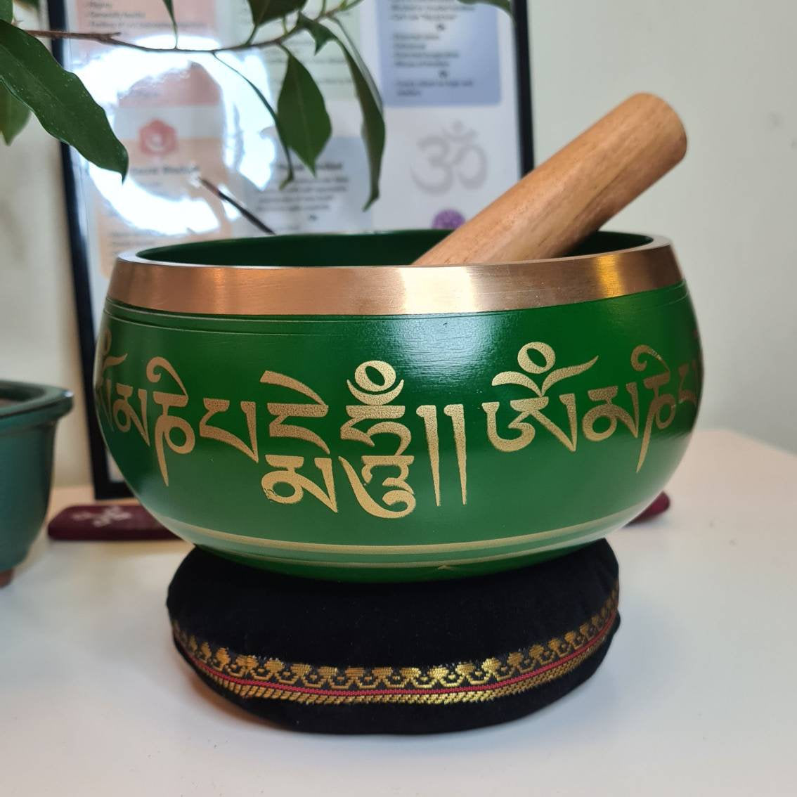"6"" Large Singing Bowl Set in Green/Blue for Chakra Healing, Sound Healing & Meditation with Cushion and Velvet Mallet"