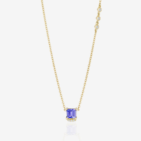 Choker Necklace With a Square-Shaped Tanzanite