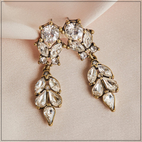 Come and take Centre Stage with our stunning Antique Diamante and Crystal Drop Earrings.  Beautifully balanced and designed , they take inspiration from 1950's film stars where every outfit called for dazzling jewellery.  Matching bracelet also available.   Hypoallergenic and Nickel free.  Length -  1.2cm Width - 5cm Plating - Brass.