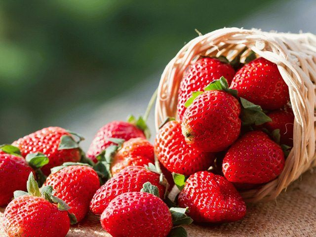 20 Wonderful Benefits of Strawberries for Skin, Hair and Health