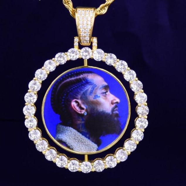 Custom pendant with portrait