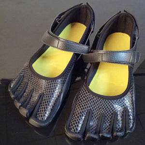 Black Five Fingers Beach Water Shoes For Swimming And Surfing
