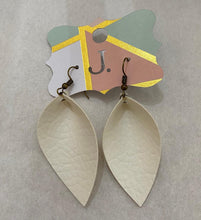 Load image into Gallery viewer, Leaf Fashion Earrings