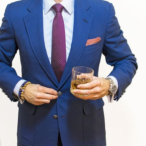 How to wear a blue dress shirt