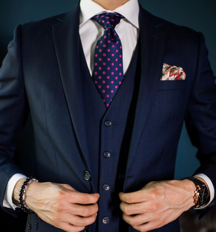 navy suit pink shirt what color tie
