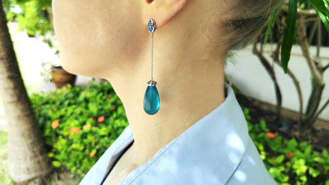 Dangling blue drop earrings