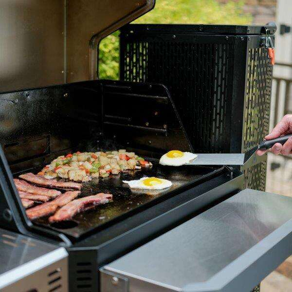 Gravity series 800 Digital Charcoal Grill + Griddle + Smoker Open