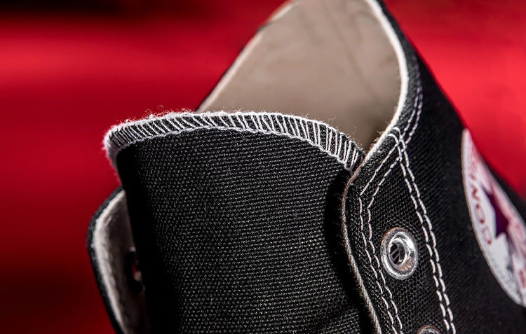 Converse Chuck 70 contrasted stitching on the tounge