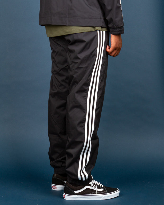 The Adidas Originals 3D Trefoil 3-Stripes Track Pant in black. Adidas has always been known for its iconic tracksuits, a staple to any Adidas wardrobe and an easy to wear outfit. These ripstop track pants bring the latest Adidas Originals 3D Trefoil logo with the renowned three-strip down the side of the leg. Cut from 100% recycled polyester, they are lightweight and feature mesh lining, elasticated trims and comfortable side pockets with zips.