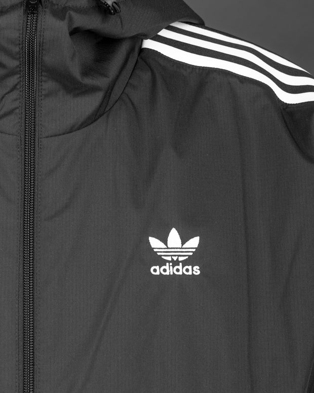 The latest addition to Adidas Originals comes with a classic tracksuit jacket. A layered design with the iconic Adidas Originals 3D Trefoil logo at the arm of this windbreaker. The Adidas 3D Windbreaker in black features a front zip, adjustable cuffs and is made from 100% polyester.