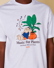 The t-shirt for plant lovers, the Music For Plants Tee from Butter Goods. This pure cotton t-shirt is cut to a regular fit and printed with a playful graphic at the front. This white tee is perfect for your casual days, signing it off with a comfortable rib-knit collar.