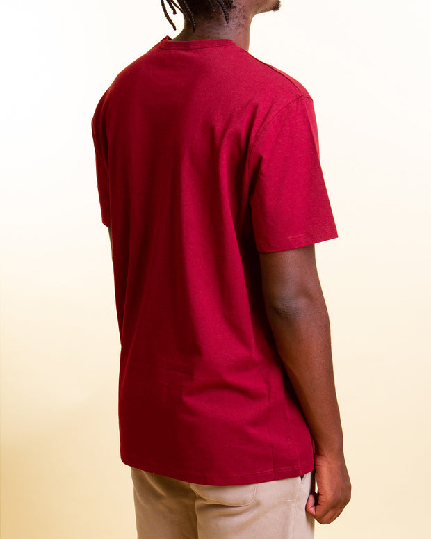 The Heritage Embroidered Script Tee in Sepia Red is made from pure cotton jersey which is soft, sturdy and comfortable. Featuring the iconic Champion logo embroidered to the chest, this t-shirt has short boxy sleeves and is framed with a ribbed crew neckline.