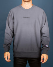 The Champion Reverse Weave Ombre Crew in Grey delivers effortless comfort. Made from the famous Reverse Weave Technology, this pullover crewneck has a premium and durable feel, whilst remaining comfortable and warm for cosy days. Featuring an embroidered Champion logo on the centre front, this crewneck has been garment dip-dyed in grey, giving it a blended two-tone look for depth within your streetwear wardrobe.