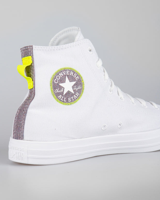 The latest install from Converse is the Renew Chuck Taylor. This All-Star shoe has taken design details and inspiration from the Chuck Taylor All Star Crater. Constructed from recycled material and featuring the Renew star branding, this white everyday shoe is comfortable and versatile. Signing off with hints of highlighter lemon, the Converse Chuck Taylor Renew HI is made to be distinctive and seen whilst keeping you comfortable all day long.