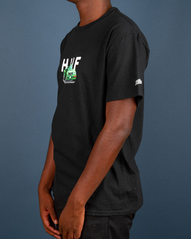 The HUF Worldwide x Street Fighter Bonus Stage Tee in black celebrates the iconic arcade game from the late-80s and 90s. This black short-sleeve t-shirt is constructed from pure cotton and features the HUF OG Logo paired with the signature car from the Street Fighter bonus stage in which players destroy the car. A simple staple in your streetwear wardrobe.