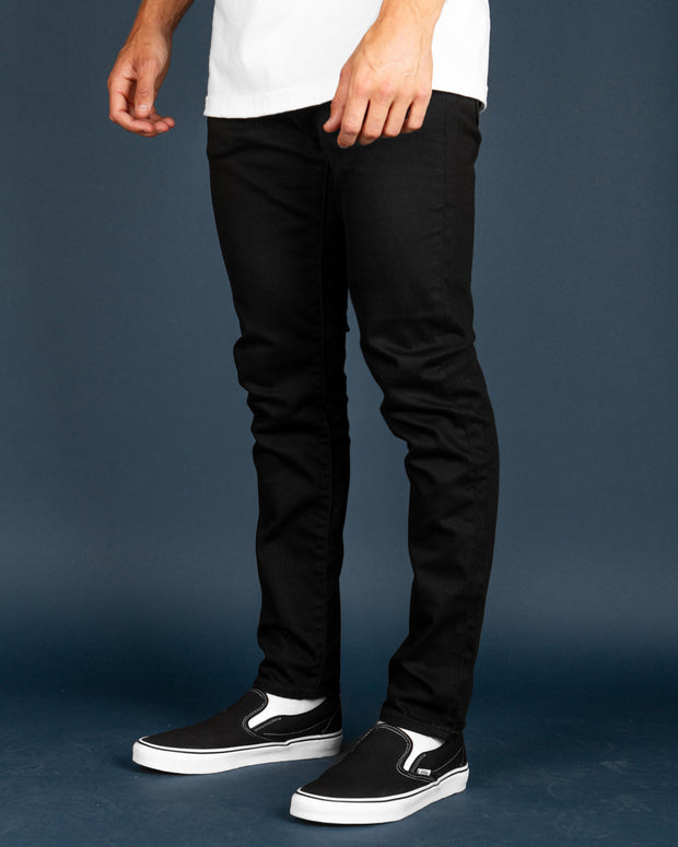 Levi's 512 Taper Jeans are the perfect balance between skinny and tapered. Versatile for every occasion.