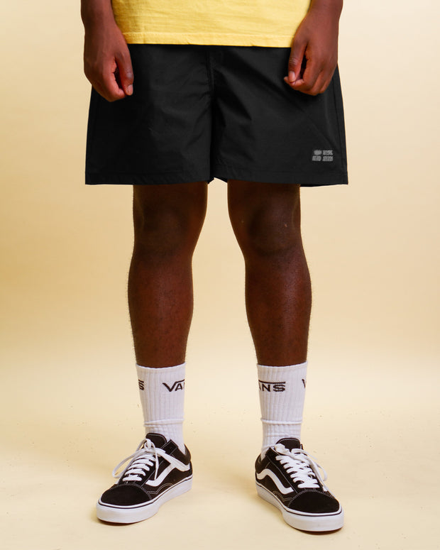 Summer style from MISFIT with the New Starve Elastic Waist Short in black. These black shorts are equipped with a utilitarian buckle at the centre front and boast a comfortable elasticated waist. Lightweight, cool and constructed from rip-stop fabric, signing off with a woven brand label and premium trims.