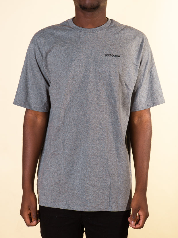 Patagonia M's P-6 Logo Responsibili Tee in Gravel Heather