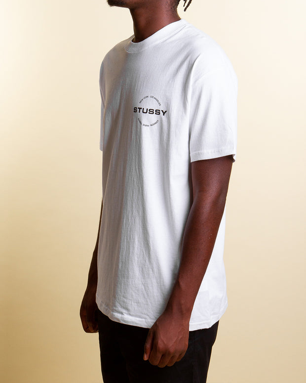 Showing the world where it belongs, Stussy brings its worldwide standing to the City Circle Tee in Solid White. Constructed from pure cotton, this short-sleeve t-shirt is simple and easy to wear. Printed with a front and back graphic that features five of the destinations where the brand's style is most influential, this tee is signed off with premium trims and a comfortable ribbed crewneck.