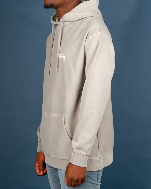 The Stussy Stock Hood in Pigment Atmosphere is the ultimate lounging hoodie. Perfect for layering under a jacket this winter, the Stock Hood is constructed from cotton fleece and comes in an oversized fit. Featuring a drawstring hood and front kangaroo pocket, this sand-coloured pullover is signed off with a small Stussy signature on the front left chest.