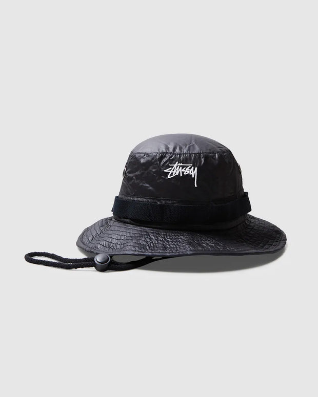 Constructed from 100% nylon, the Stussy Stock Ripstop Boonie in black is a head turner for any outfit. Featuring an adjustable chin strap, metal eyelets, comfortable mesh lining and signed off with a white embroidered logo on the front.