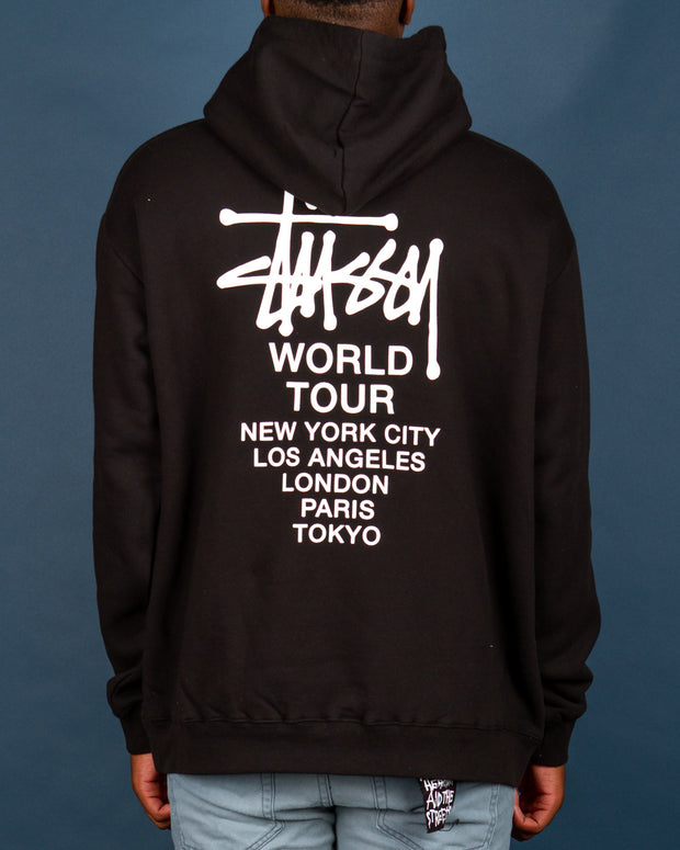 Simple black hoodies are essential in the winter wardrobe. Stussy returns to Fallen Front with the World Tour Hood in Solid Black. Constructed from pure cotton, this black hoodie features a Stussy logo detail on the front and back, along with a front kangaroo pouch and ribbed cuffs.