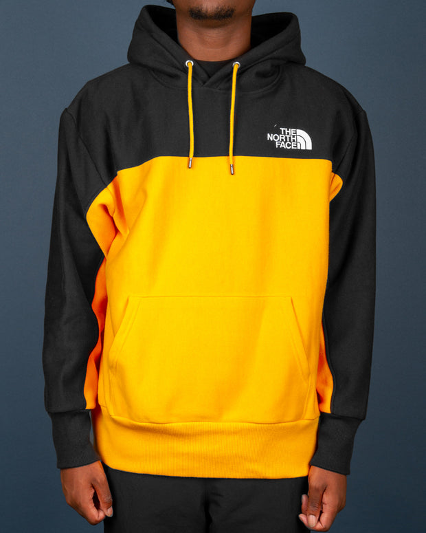 A fresh hoodie in The North Face range is the Heavyweight Reverse Weave Pullover Hoodie in TNF Black and Summit Gold. The perfect pullover hoodie for the winter features a colour blocked, two-tone hoodie with a drawstring hood, set-in sleeves and ribbed trims. Finished with The North Face logo embroidery on the chest.