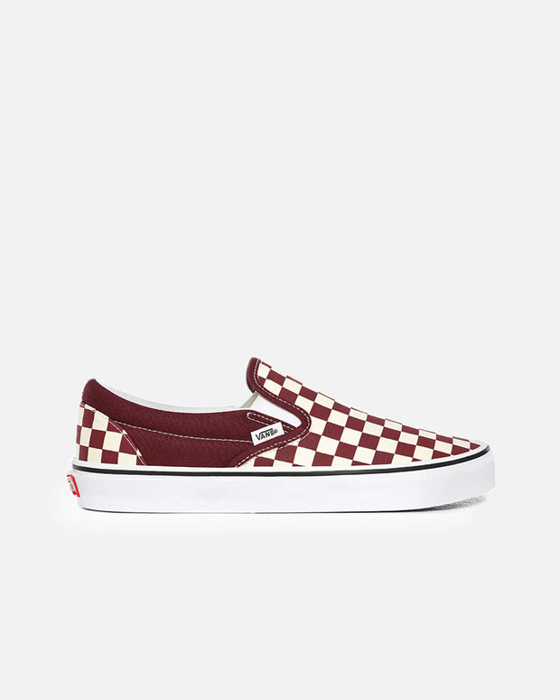 The classic footwear from Vans, this Slip-On Checkerboard in Port Royal/True White are sure to add pop to your skate style. Constructed with a smooth canvas upper, these shoes feature the iconic checkerboard pattern and are secured with the infamous rubber waffle outsole, while the 'Off the Wall' heel tab adds authentic touches.