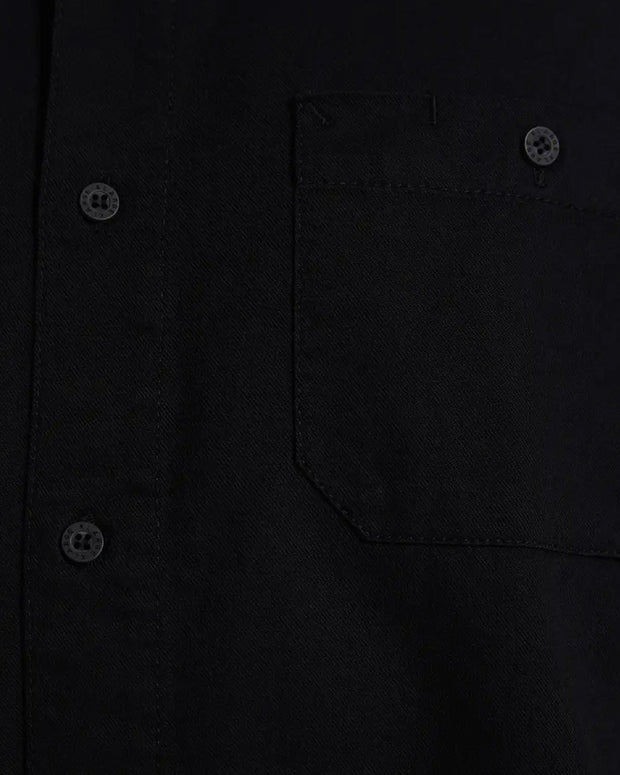 A smart and simple staple, the X-LARGE 91 Workshirt in black is made from durable 100% cotton, cut with a relaxed fit and styled with a pair of front chest pockets. Perfect to add some class to any outfit, this workshirt is signed off with a collared neckline, short sleeves, button up front and a woven brand patch. A workwear inspired spin.