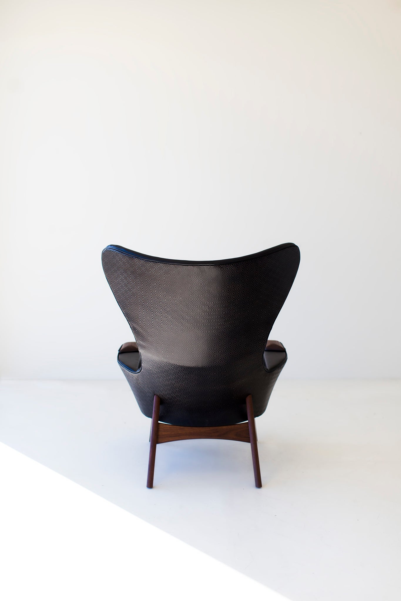 leather-wing-chair-1407-03