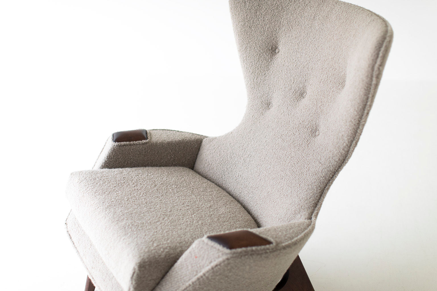 0T3A8986-wing-chair-06
