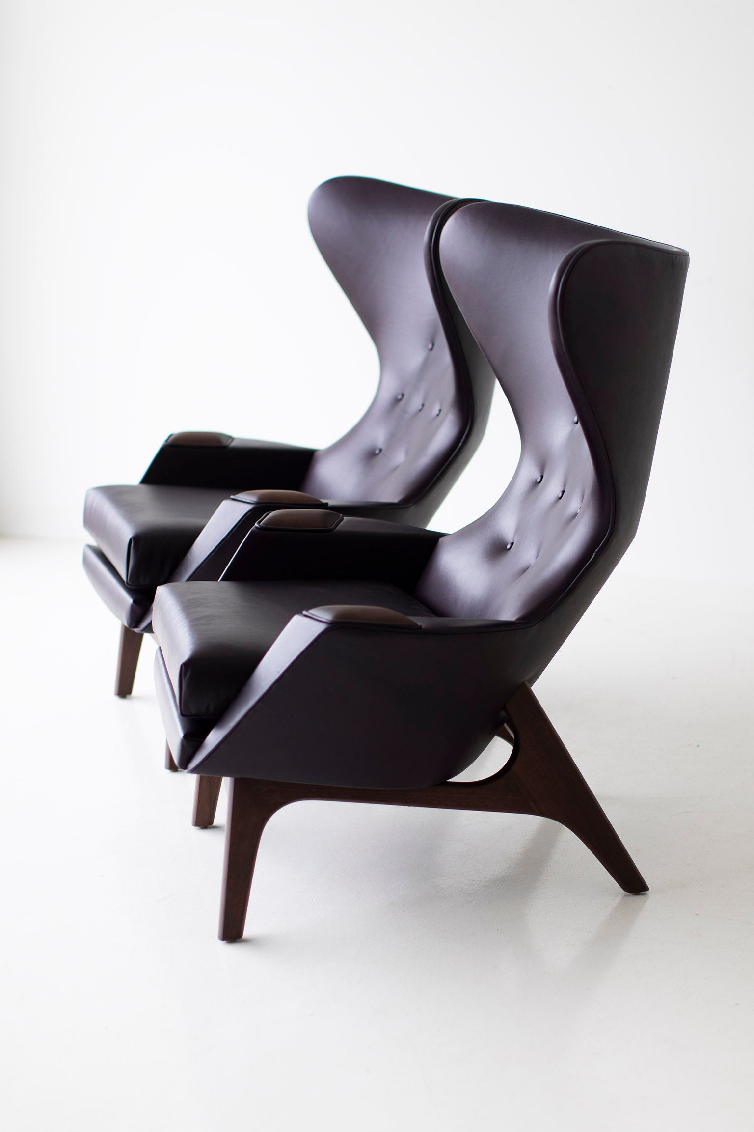 0T3A9972-large-leather-wing-chairs-1407-04