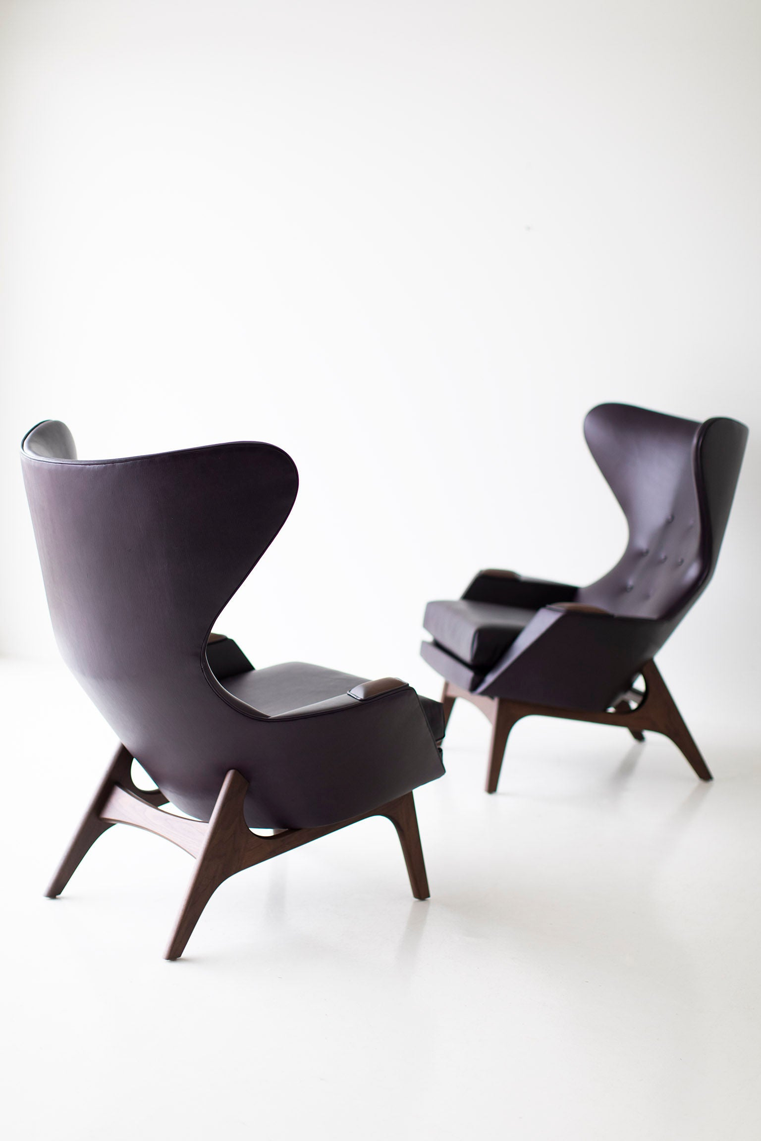 0T3A9981-large-leather-wing-chairs-1407-01