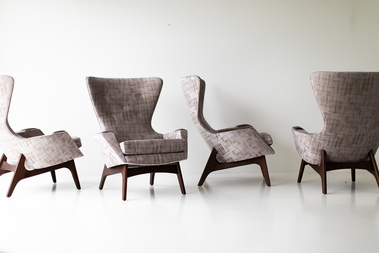 I07A4882-Small-Wing-Chairs-1410-03