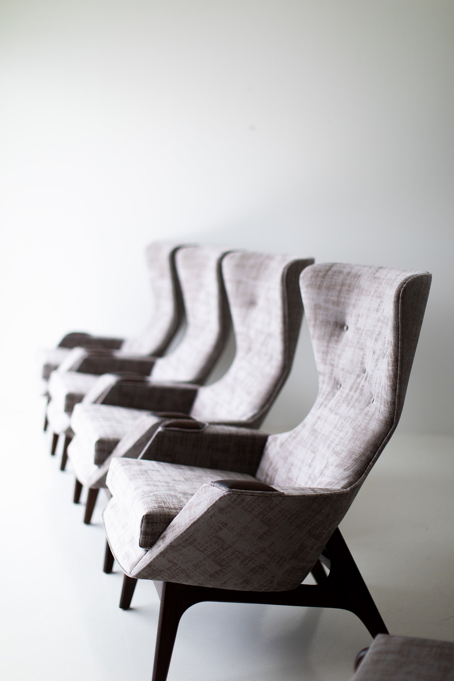 I07A4890-Small-Wing-Chairs-1410-05