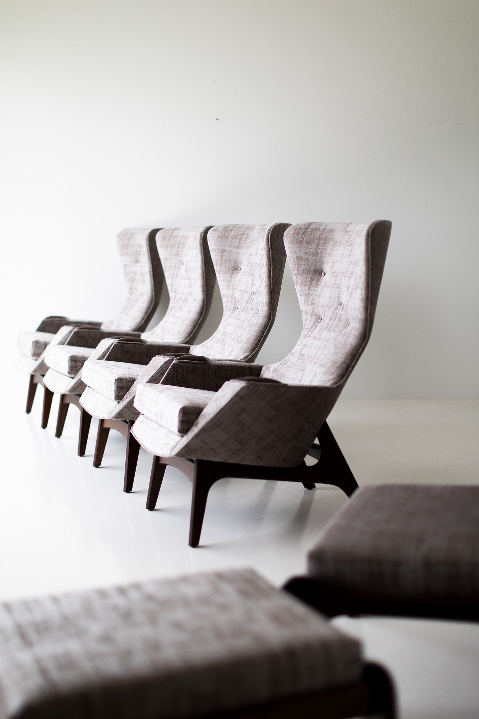 I07A4896-Small-Wing-Chairs-1410-01