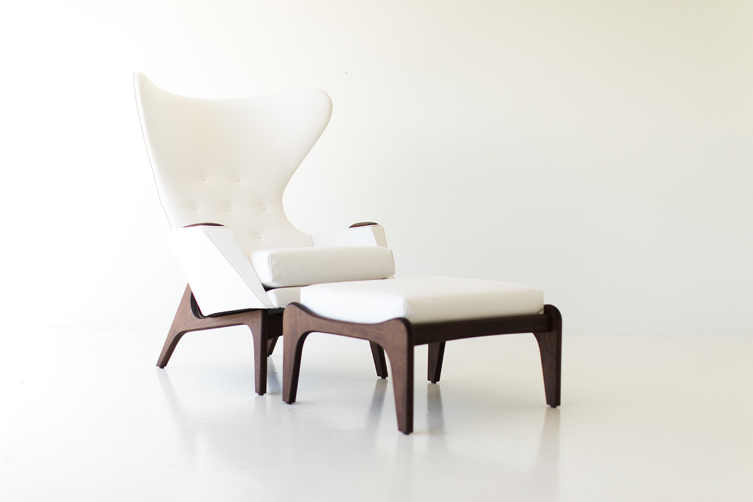 I07A8864-white-chair-and-ottoman-06