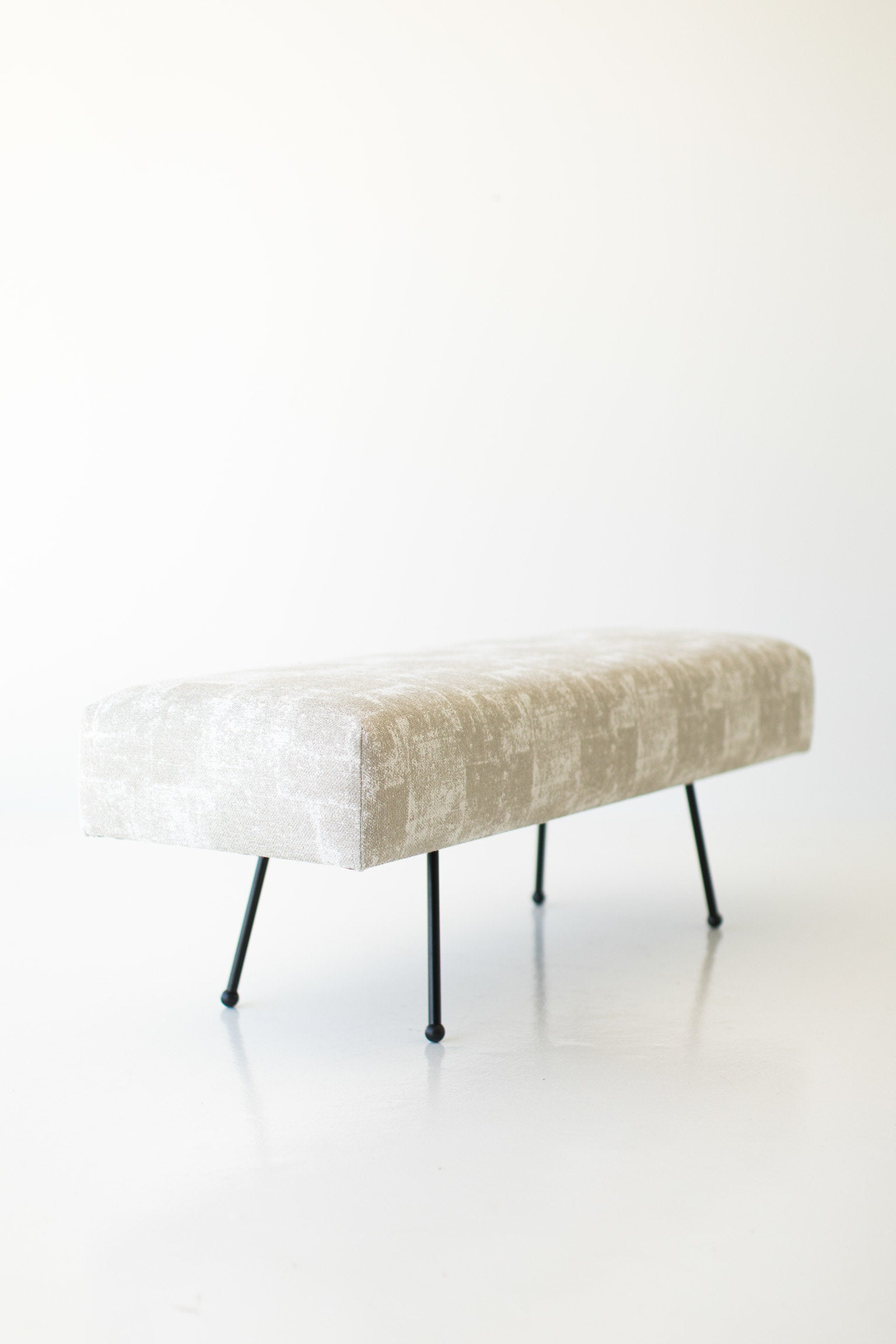 I07A8903-upholstered-bench-1710-01