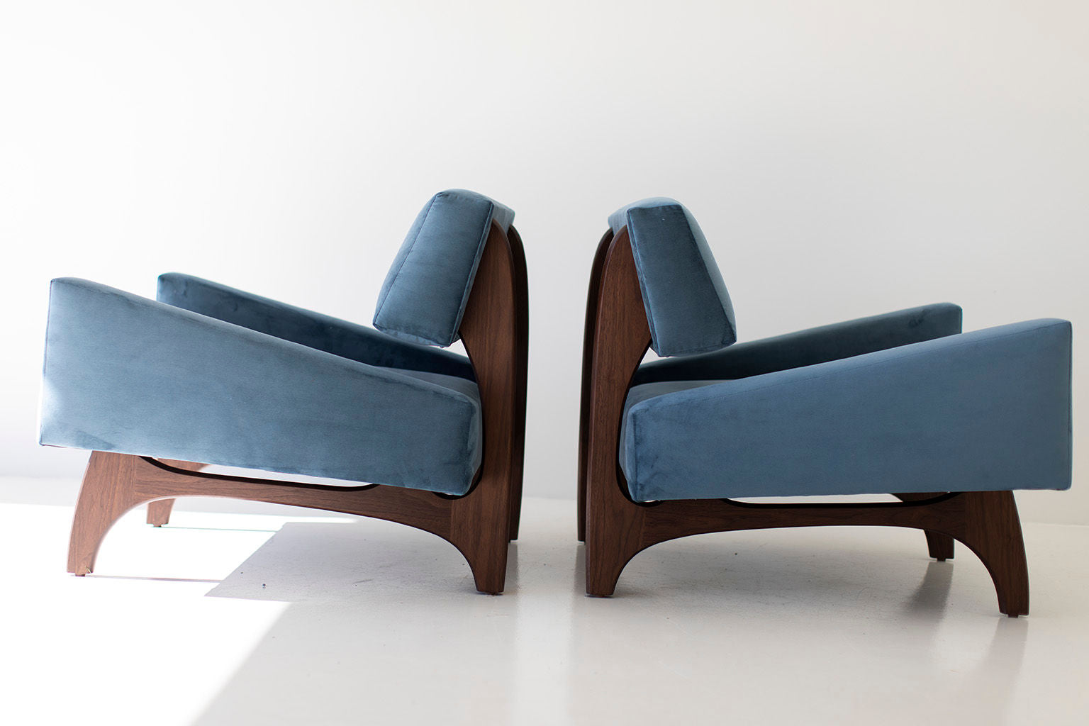 blue-lounge-chair-02