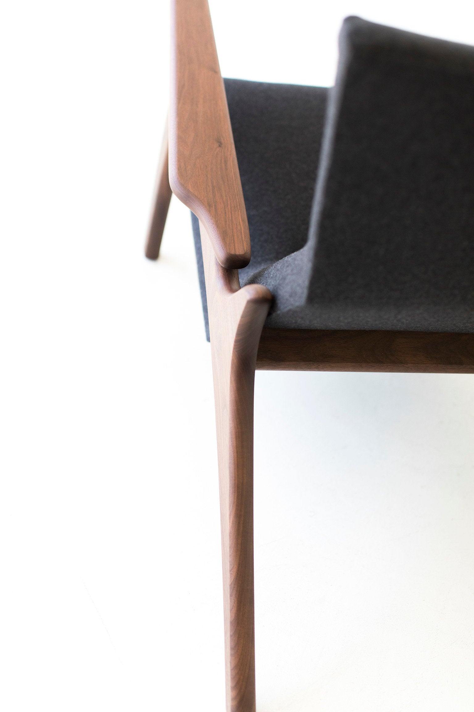 modern-lounge-chair-02