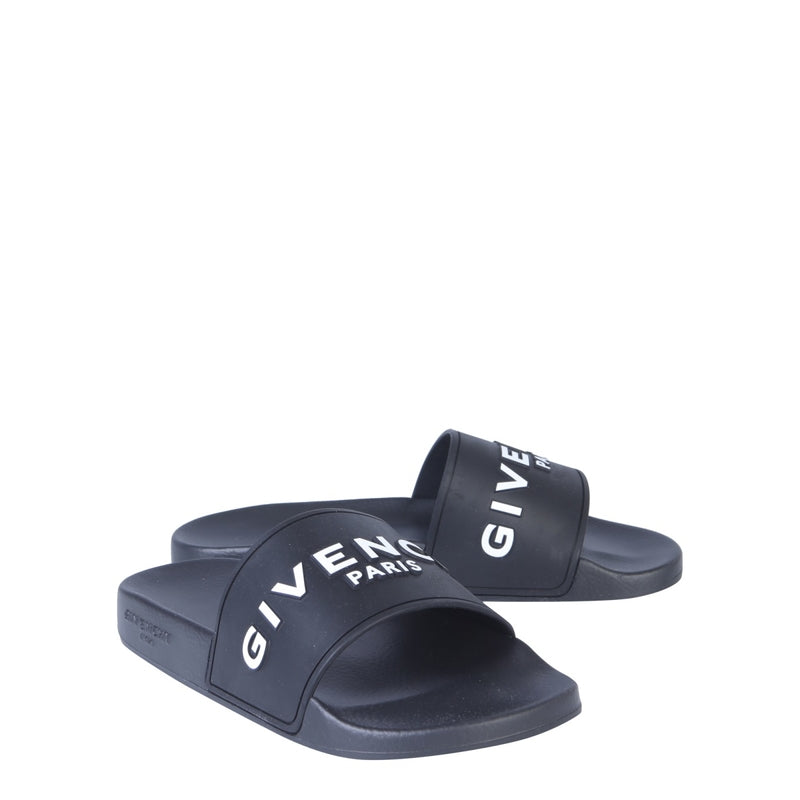 GIVENCHY Flip Flops & Slippers BE3004E0DH_001 337863